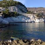 La magnifica scogliera di Bergeggi, subito a ponente dei Bagni Stella Maris