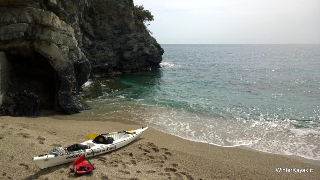Meritata pausa tecnica al riparo della Punta del Maiolo