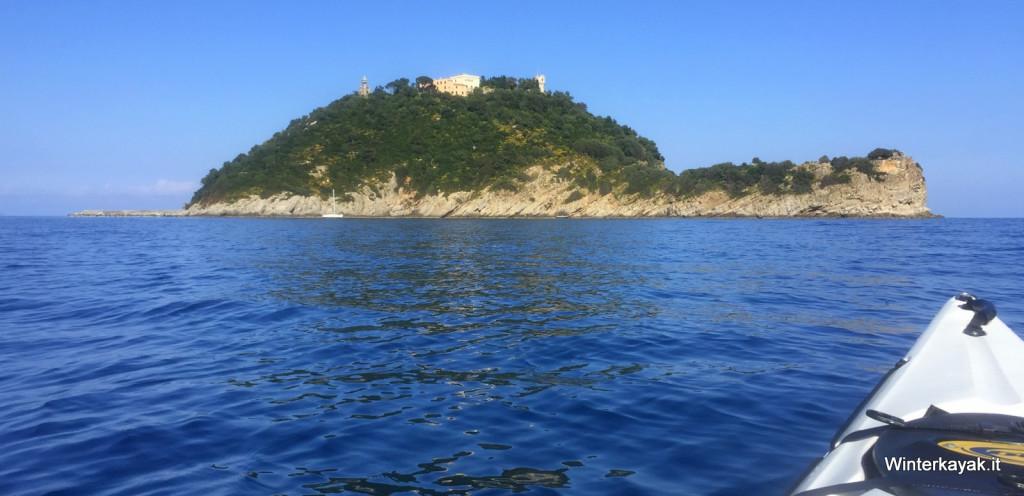 L'isola Gallinara vista dai nostri kayak