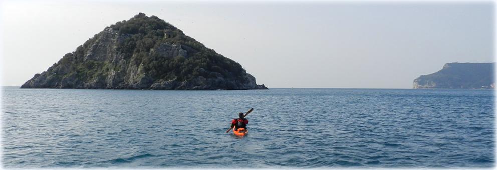 Aprile in kayak - Verso l'Isola di Bergeggi
